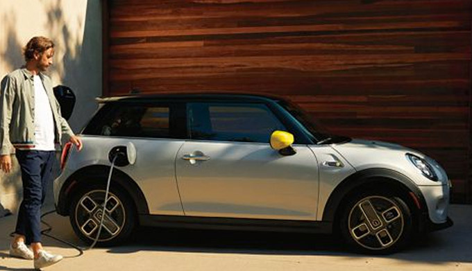 THE MINI ELECTRIC HARDTOP 2 DOOR