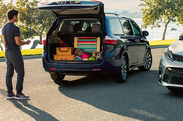 2020 Toyota Sienna tailgate