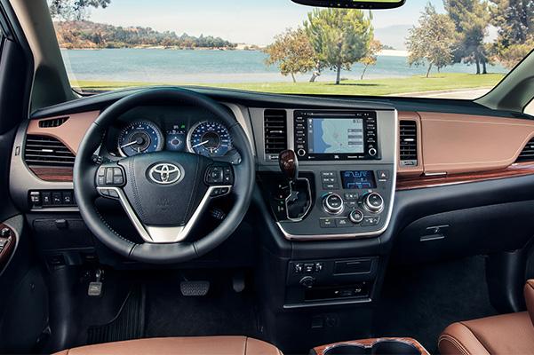 2020 Toyota Sienna interior dash