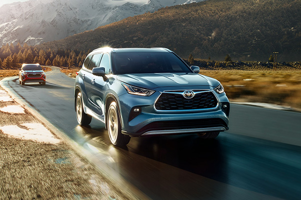 2020 Toyota Highlander driving on wet road