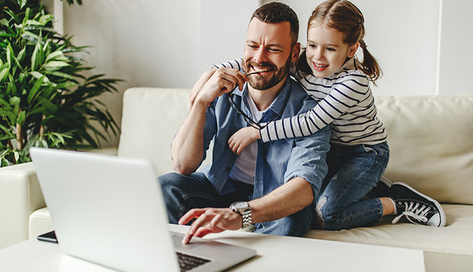 Father and daughter shopping online