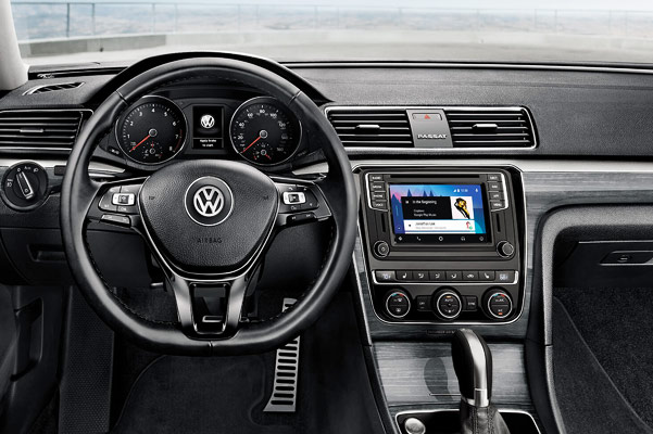2018 Volkswagen Passat Interior & Technology