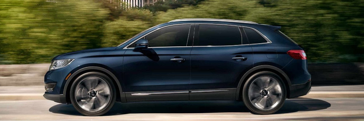 2018 Lincoln MKX driving down road