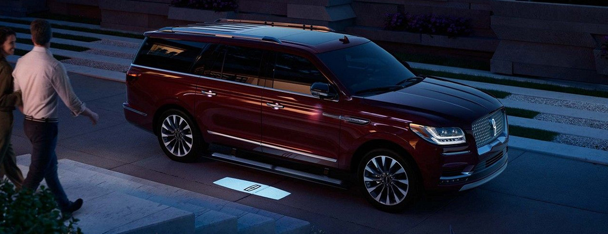 2018 Lincoln Navigator with couple