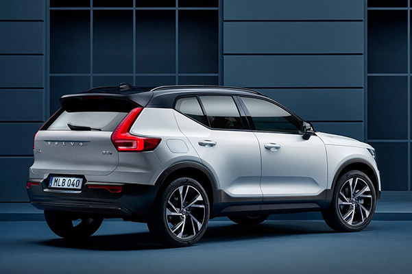 Rear side profile shot of a 2021 Volvo XC40 parked on a city street