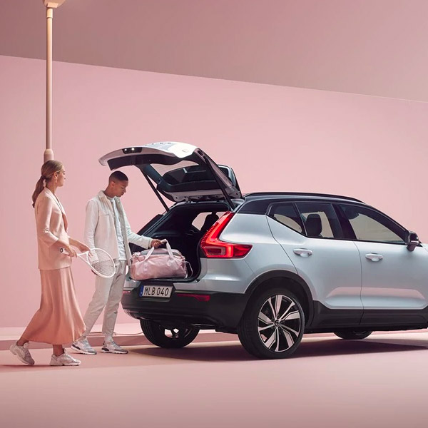 Using the trunk of a 2021 Volvo XC40 Recharge for additional storage