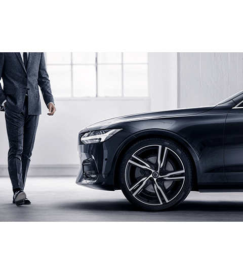2018 Volvo S90 side view exterior