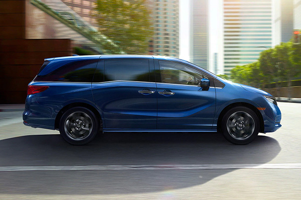 2021 Honda Odyssey side view on road