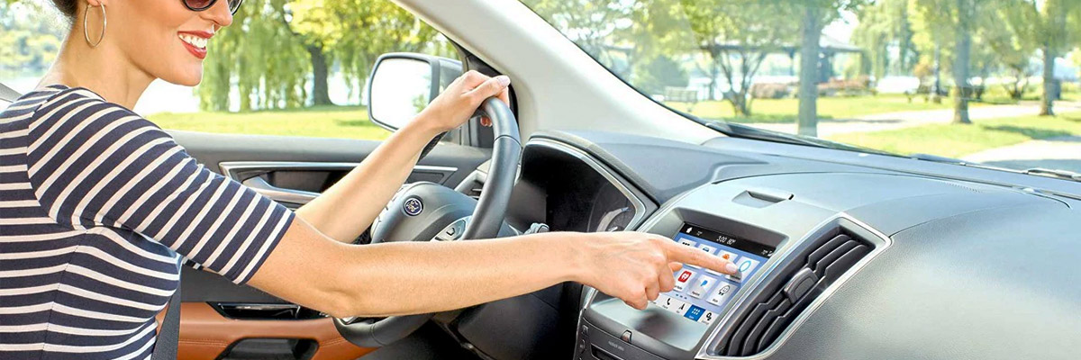 Woman on drivers seat using the SYNC AppLink
