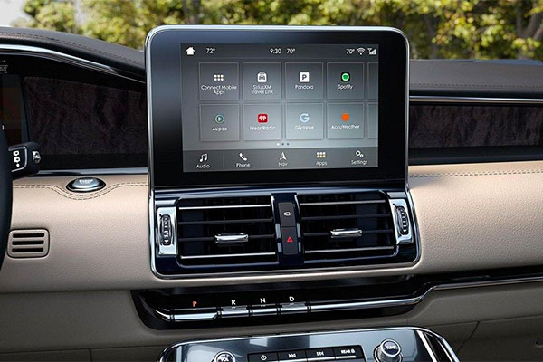 The center screen in the Lincoln Navigator displays the SYNC AppLink interface.