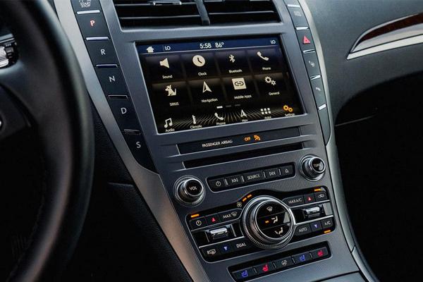 2018 Lincoln MKZ interior