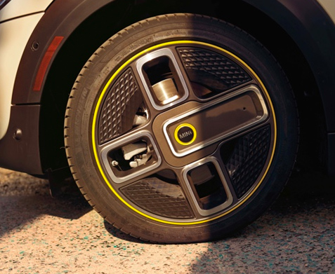2020 MINI Electric Hardtop 2 Door tire