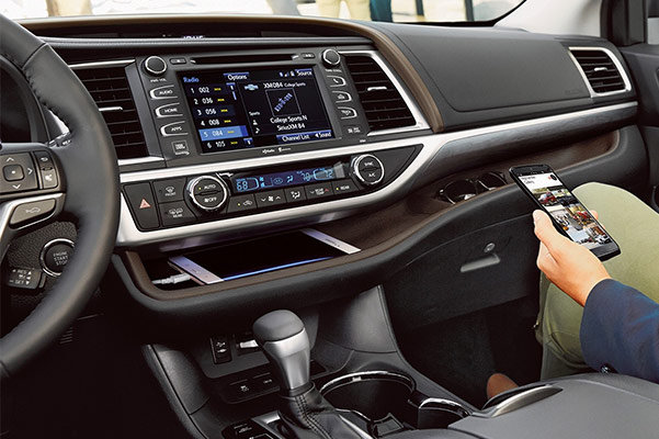2019 Toyota Highlander Interior & Technology